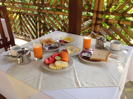 Segara Agung Hotel: Our breakfast Segara Agung. Juice and coffee were amzing.