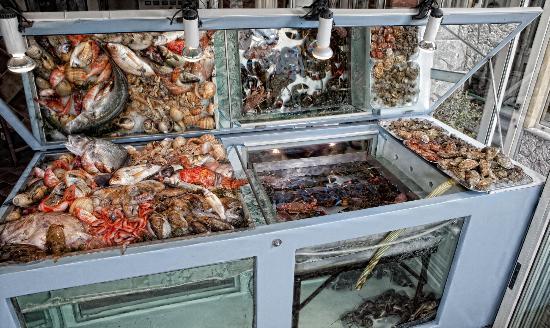 Ristorante Sabbie d'Oro: Esposizione pesce