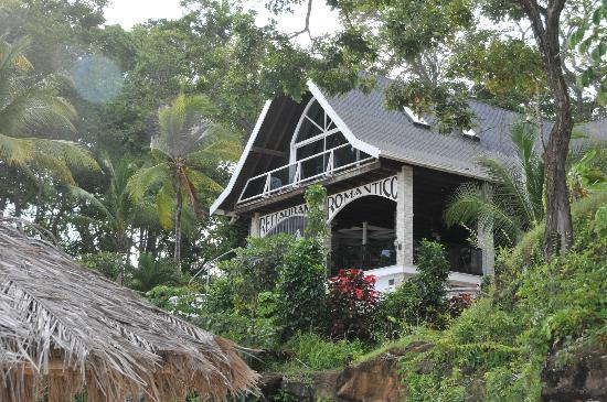 Mar & Oro: view of villa romantica and the restaurant
