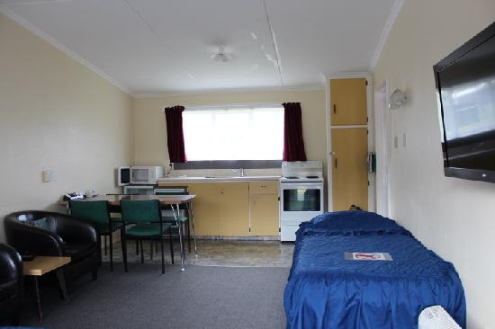 Bayfield Motels: one bedroom lounge