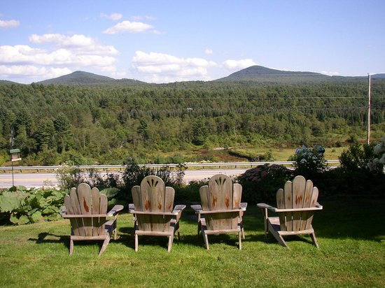 Marshfield Inn and Motel: Enjoy the great view of the Winooski Rive and Lord's Hill.