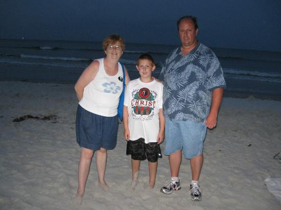 Si Como No Inn: Family pic on Flagler Beach