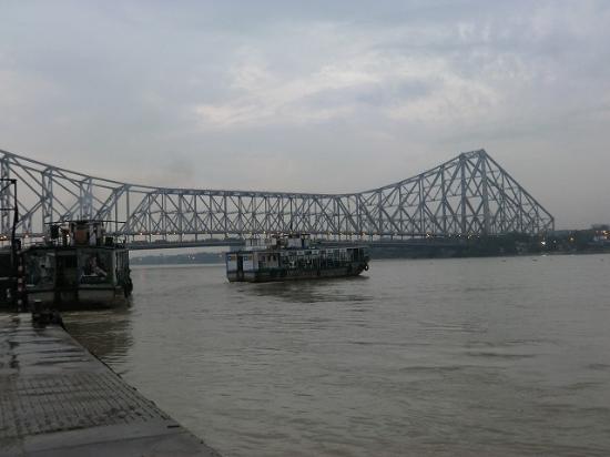 Howrah Bridge : Bridge