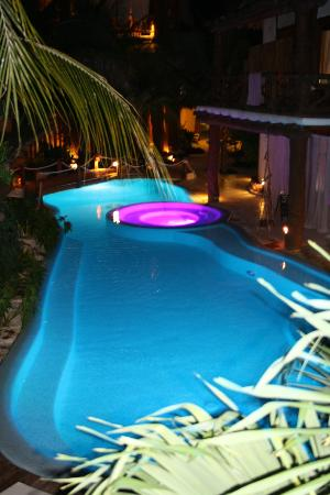 Holbox Hotel Casa las Tortugas - Petit Beach Hotel & Spa: Pool at night