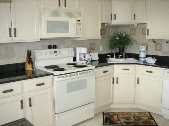 Phoenix Condominiums: Kitchen