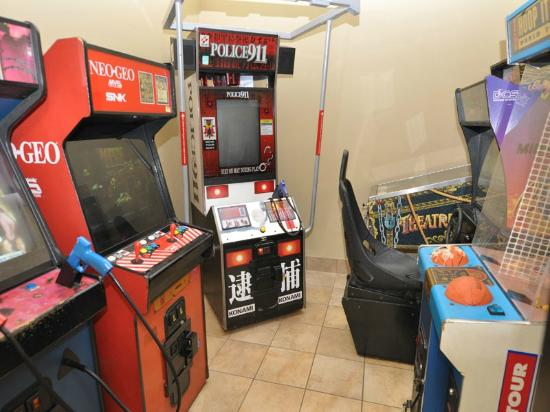 Phoenix Condominiums : Game Room