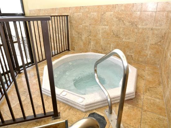 Phoenix Condominiums : Hot Tub