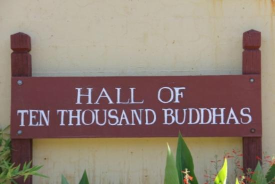 The City of Ten Thousand Buddhas: Hall of 10,000 Thousdan Buddhas