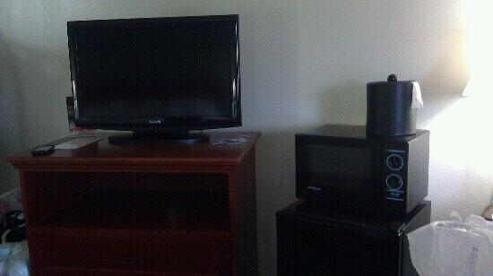 Club-Hotel Nashville Inn & Suites: 32 in flat screen and micro & refrig