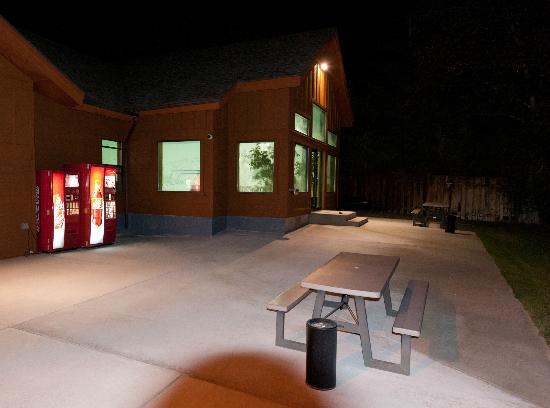 Yellowstone Village Inn: Poos bluiling