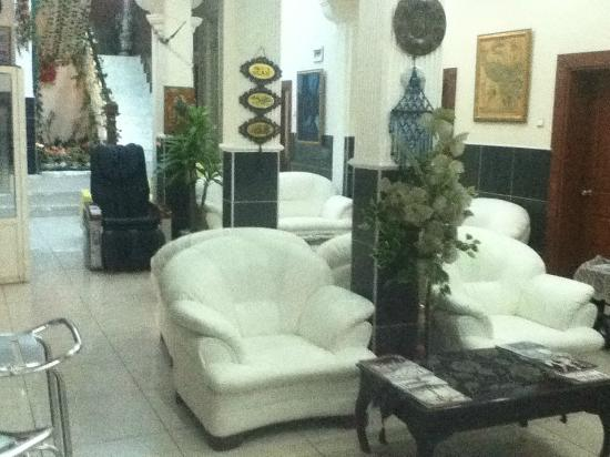 Vatan Hotel: commons area just outside the breakfast nook
