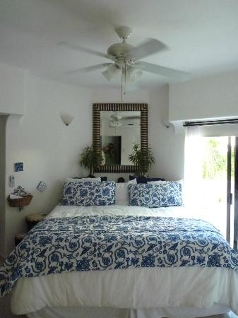 Royal Palms Condominiums: Bedroom
