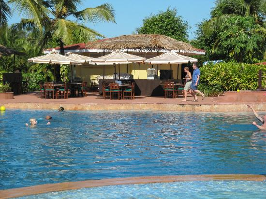 The LaLiT Golf & Spa Resort Goa : Pool area
