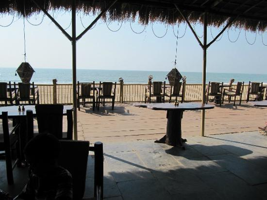 The LaLiT Golf & Spa Resort Goa: Restaurant at hotel beach - great place for food