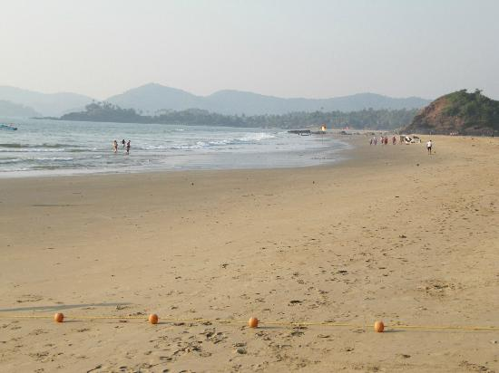 The LaLiT Golf & Spa Resort Goa: Hotel beach - facing north