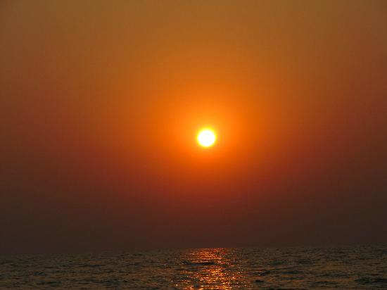 The LaLiT Golf & Spa Resort Goa: Sunset at hotel beach