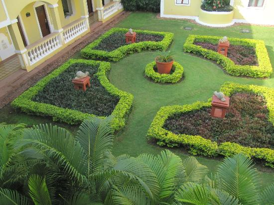 The LaLiT Golf & Spa Resort Goa: Gardens near rooms