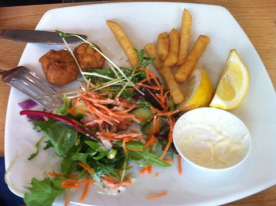 Cafe Borellas: Salt & Pepper Squid, Salad and Chips