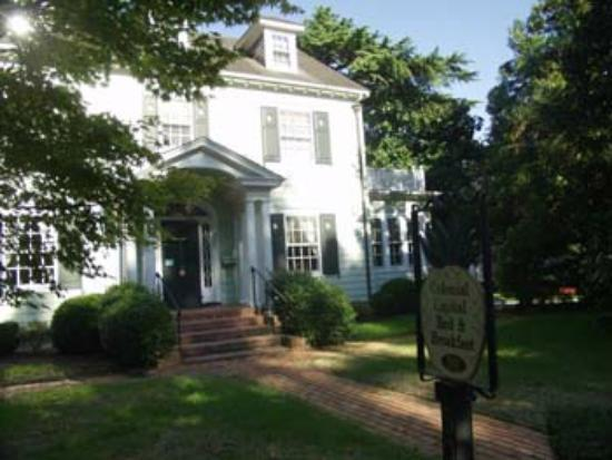Colonial Capital Bed and Breakfast : Front Entrance