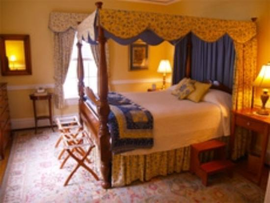 Colonial Capital Bed and Breakfast : York Room