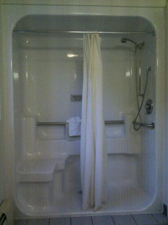 The Breeze Inn: Shower?