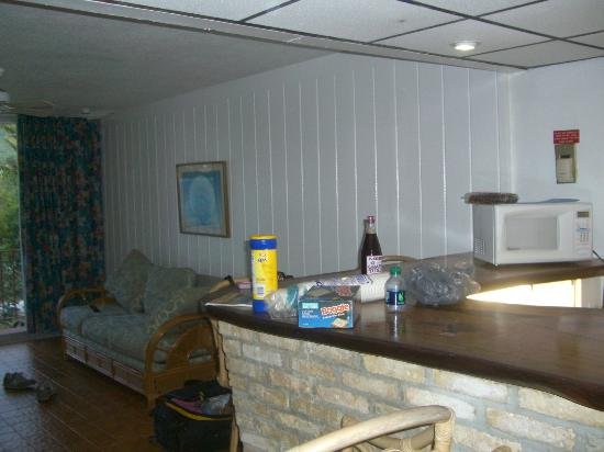 Hotel on the Cay: Suite (kitchenette)