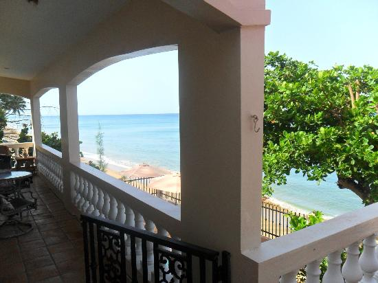 Tres Sirenas Beach Inn: view from terrace