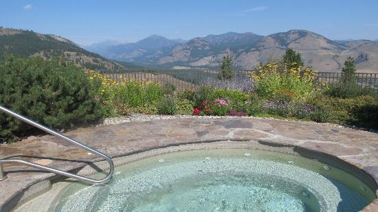 Sun Mountain Lodge: The view from the hot tub!
