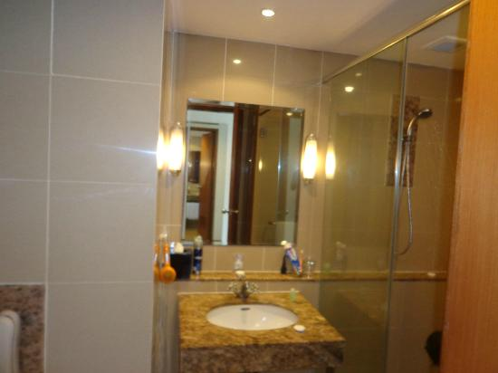 Capitol Hotel: Bathroom