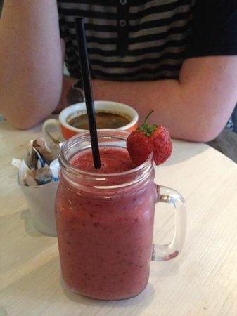 cherry crush smoothie エジンバラ papiiの写真 トリップアドバイザー
