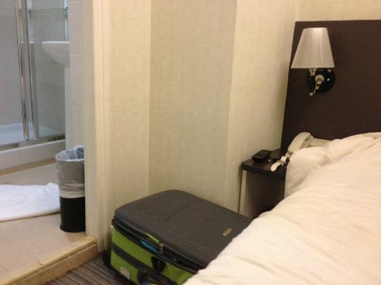 Goodrich Hotel: My luggage can fit just nice into the distance between the bathroom and the bed.