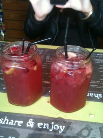 Loteria: cranberry coolers