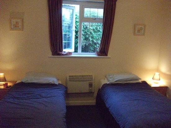 Woolpack Inn: Twin room