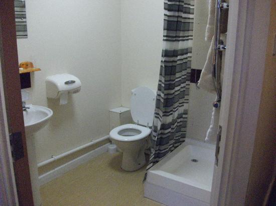 Woolpack Inn: The bathroom