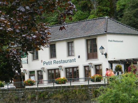 Petit restaurant Bistro city corner : Het vooraanzicht van dit goede restaurant waar je goed en betaalbaar kunt eten