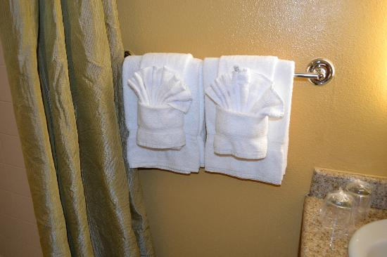 Wine Valley Inn & Cottages: Bathroom - Towels provided