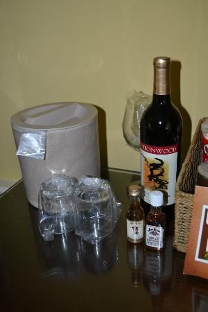 Wine Valley Inn & Cottages: Wine at mini Bar