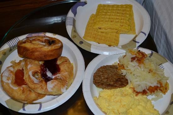 Wine Valley Inn & Cottages: Breakfast - Took it to my room