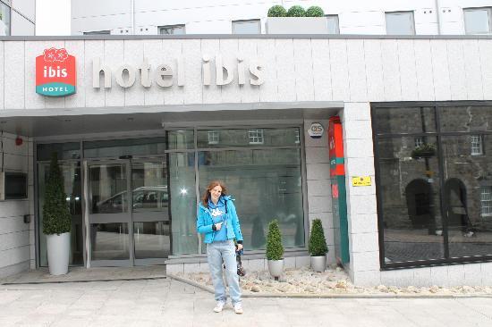 Ibis Aberdeen Centre: L'entrata dell'hotel e...me