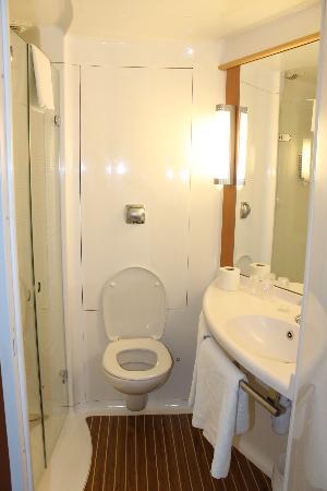 Ibis Aberdeen Centre: il bagno