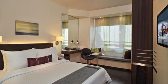 Hotel Sarovar Portico Rajkot: Room