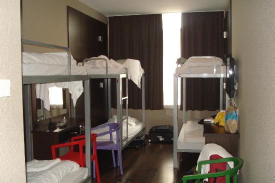 Hotel Van Gogh: Share female room