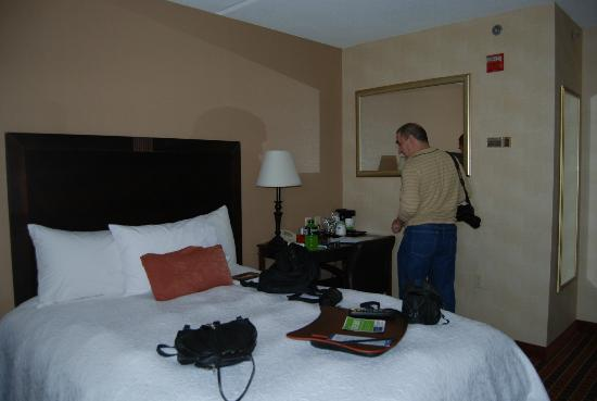 هامبتون إن بوستون كامبريدج: our room 