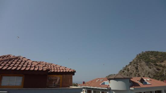 Dorian Hotel: Вид из номера, где немножечко видно море