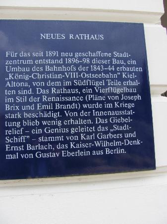 Altonaer Rathaus: Tafel mit Erläuterungen zum Rathaus