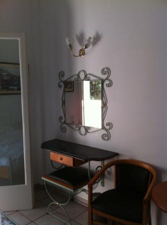 Paradise Inn Hotel : décoration des chambres