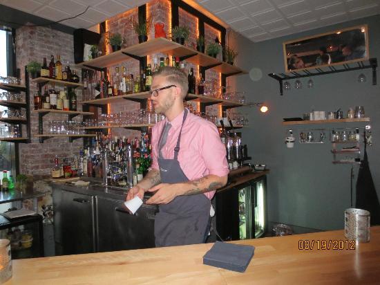 40 Paper : bartender