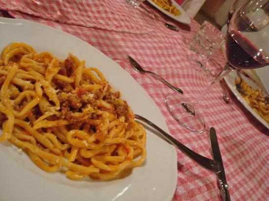 Agriturismo Il Rigo: first course (pici pasta with a meat sauce)