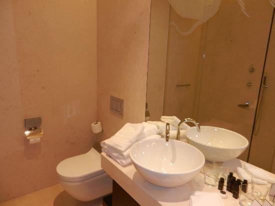 Buddha-Bar Hotel Budapest Klotild Palace: Salle de bain