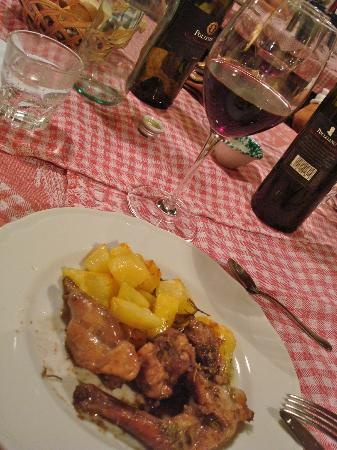 Agriturismo Il Rigo: main course (rabbit and potatoes)